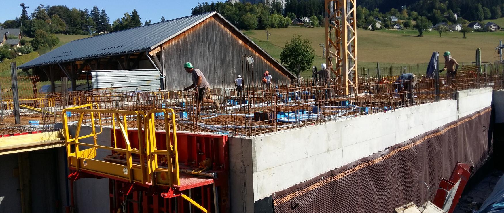 """L'infrastructure étant terminée, notre future résidence """"l'Envolée"""" va progressivement se couvrir de sa superstructure durant la fin d'année"""